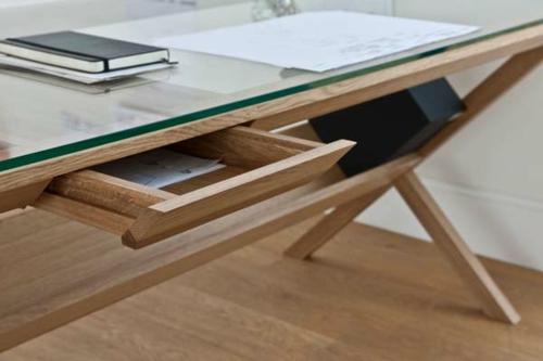 ausgefallene Schreibtische für Ihr Büro holz schublade glas platte