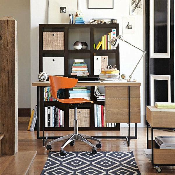 computertisch oranger stuhl
