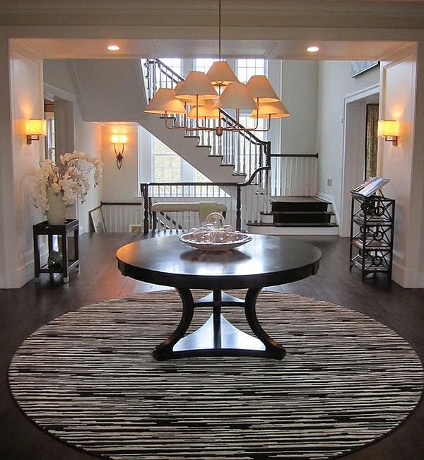 diele gestalten runder teppich gestreift schwarz weiß