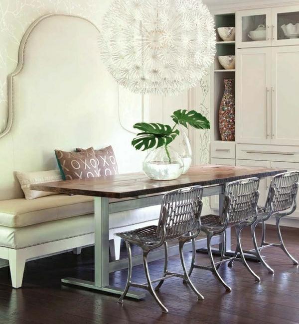 essecke gestalten weiße ledercouch metallene stühle