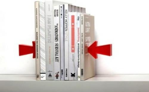 fantastische Bücherstützen abenteur bücher rot pfeil