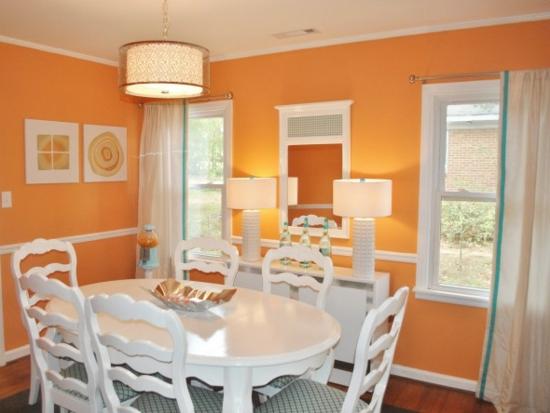 farbe orange weiße stühle ovaler esstisch