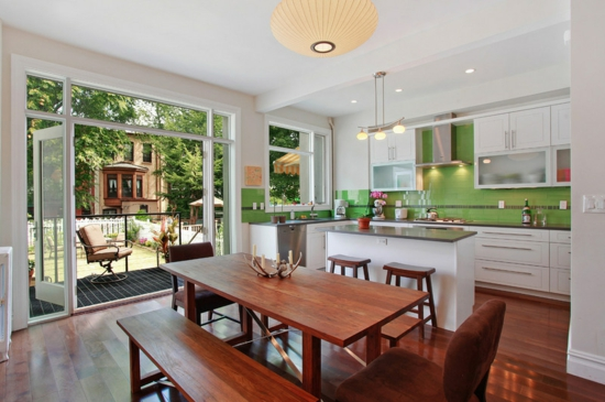 farben für küchenwände ideen grün fliesenspiegel essbereich holz glas