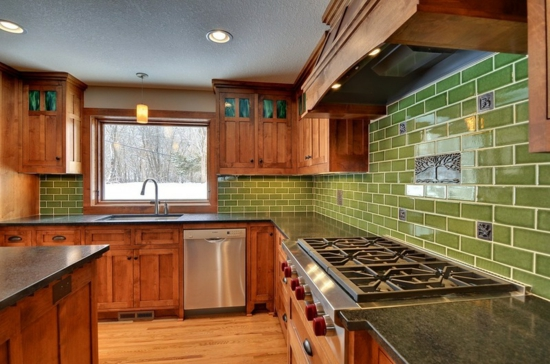 farben für küchenwände ideen grün fliesenspiegel holzeinrichtung
