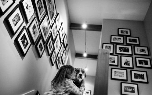 fotowand mit familienfotos gestalten idee wohnen familie lieb