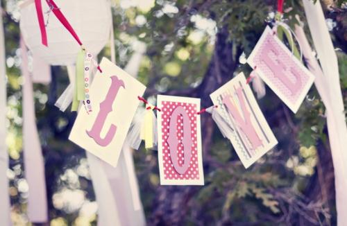 frische DIY Ideen zum Valentinstag girlande garten