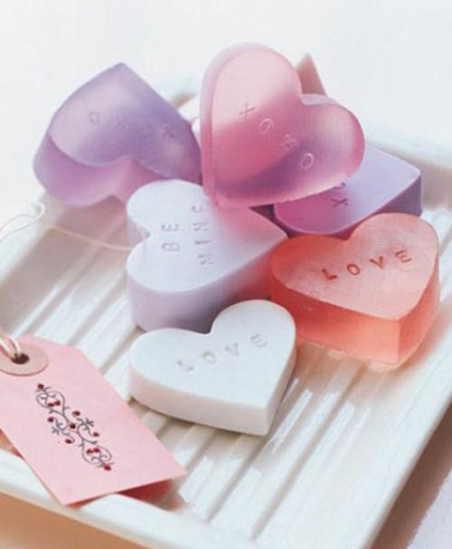 frische DIY Ideen zum Valentinstag herzen seifen