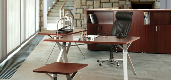 Schreibtische fürs Büro ausstattung holz sachlich