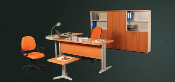 Schreibtische fürs Büro ausstattung schrank ordner akten