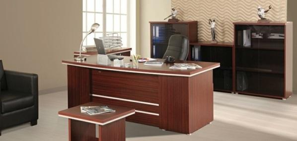 günstige Schreibtische fürs Büro klassisch holz