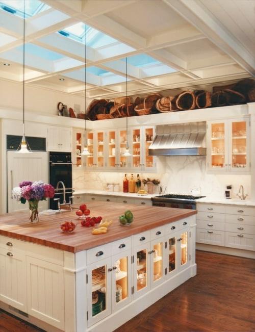 glas küchenschrank hocker rustikal dachfenster hängelampen