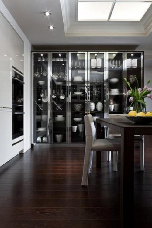 glas küchenschrank hocker rustikal teller dunkel bodenbelag holz