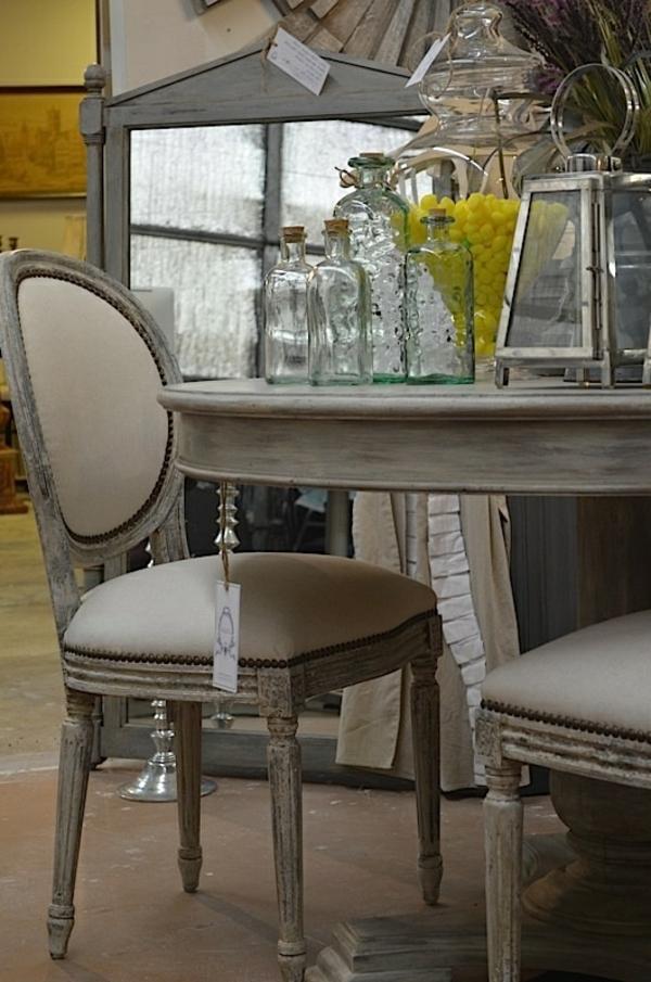 grau stühle auflagen tisch holz bemalt küche einrichtung