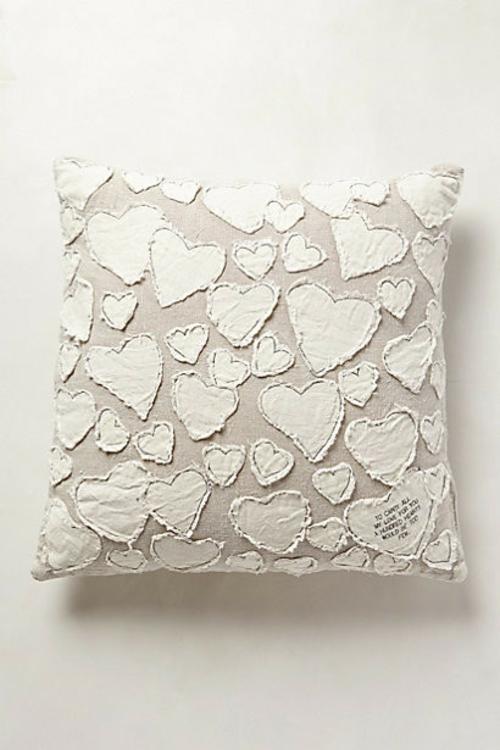herz dekoration weiße herzen kissen