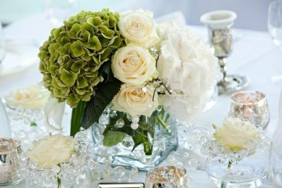 hochzeit im frühling blumen rosen weiß tischdeko