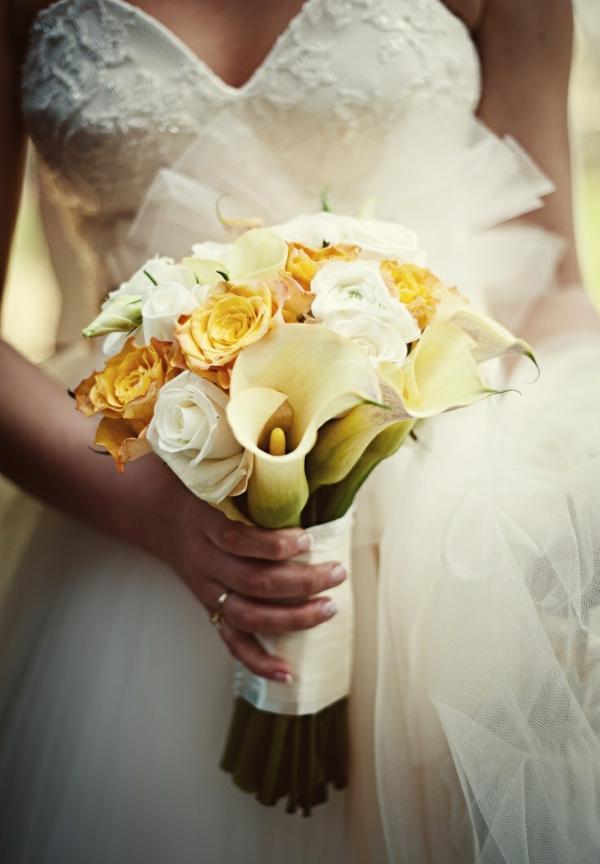 hochzeitsblumen weiß gelb rosen strauß