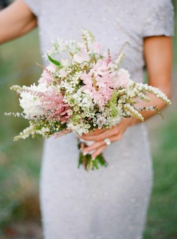 hochzeitsblumen weiße rosa wildblumen blumenstrauß