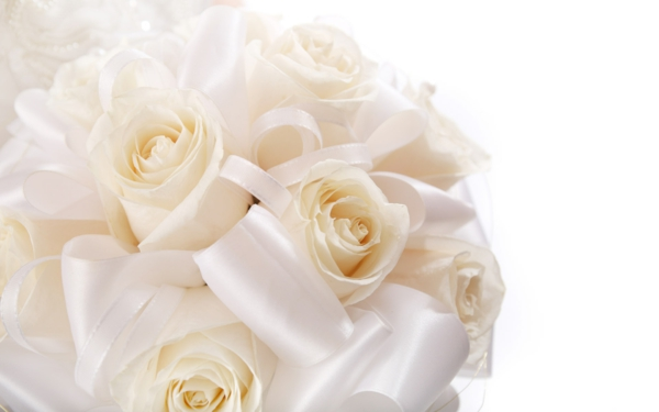 hochzeitsblumen weiße rosen romantisch