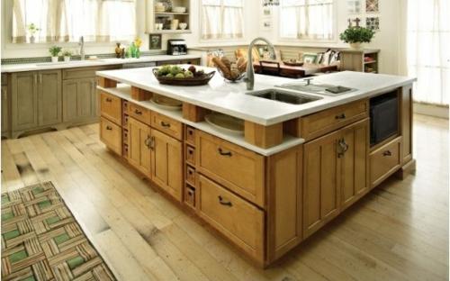 holzboden in der küche geräumige Kücheninsel mit Schränken und ...