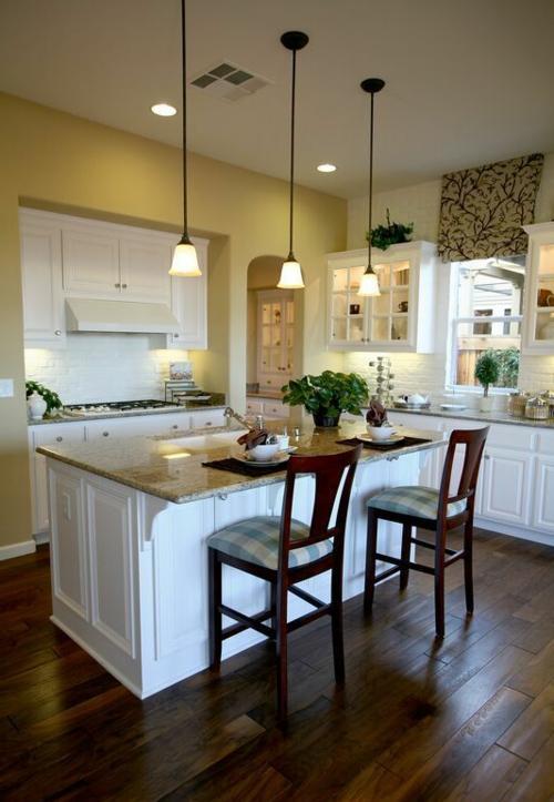 holzboden in der küche weiße küchenschränke