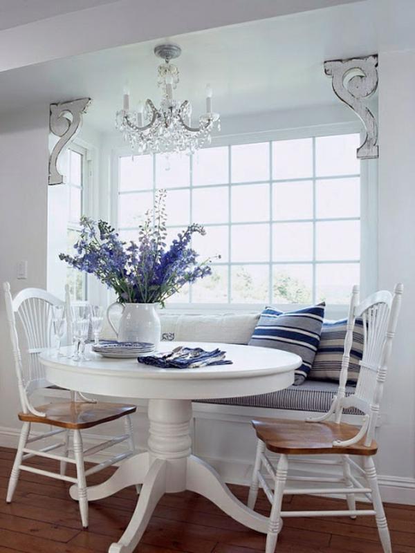 küche design esstisch stühle sitbank blumen lila kronleuchter