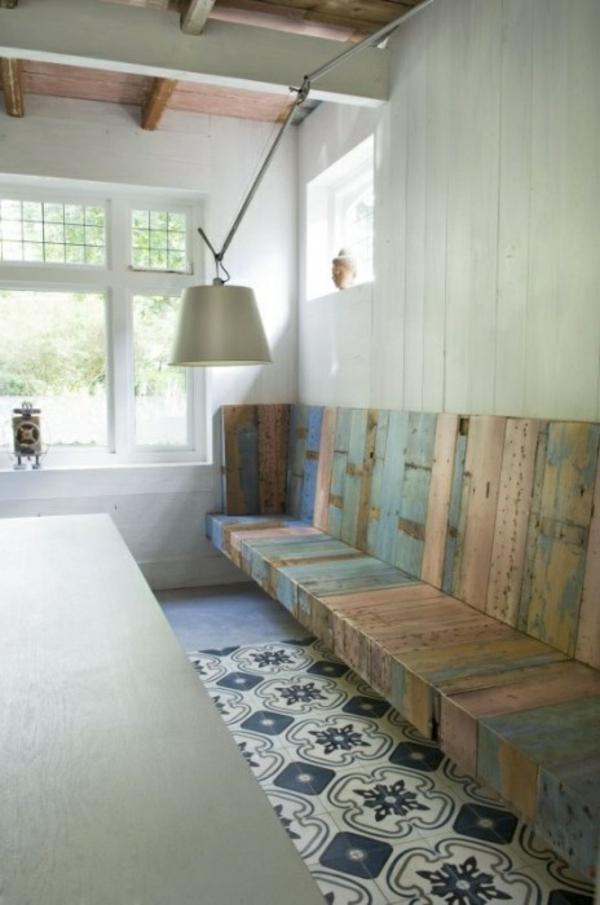 küche design esstisch stühle sitbank bodenbelag recycelt