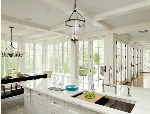 küchendesigns kerzenkronleuchter kücheninsel weißer marmor