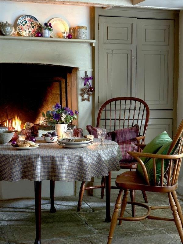 küchenkamin runder tisch vintage stühle