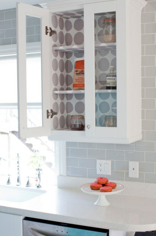 kreative einrichtungsideen weißer vitrinenschrank
