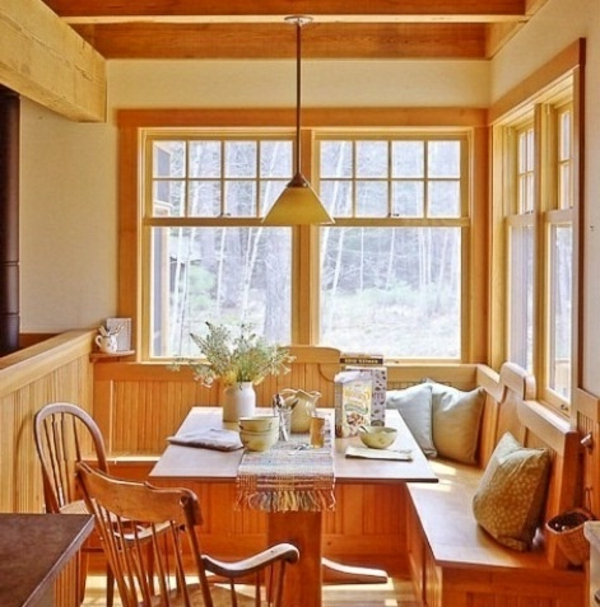 leuchtende atmosphäre holz möbel tisch stühle küche