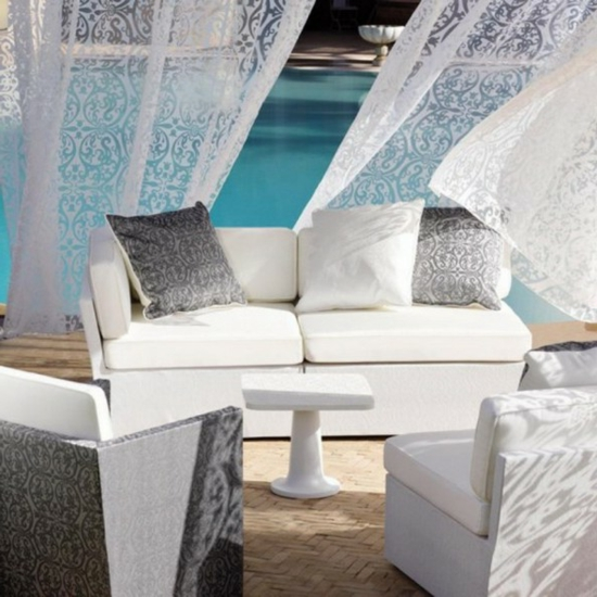 lounge gartenmöbel muster gardinen kissen weiß grau
