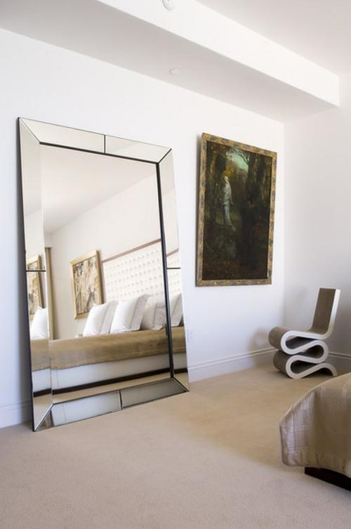 luxusinterieur großer spiegel gemälde
