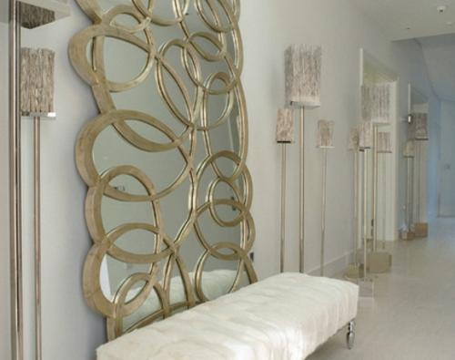 luxus interieur spiegel stehlampen gold