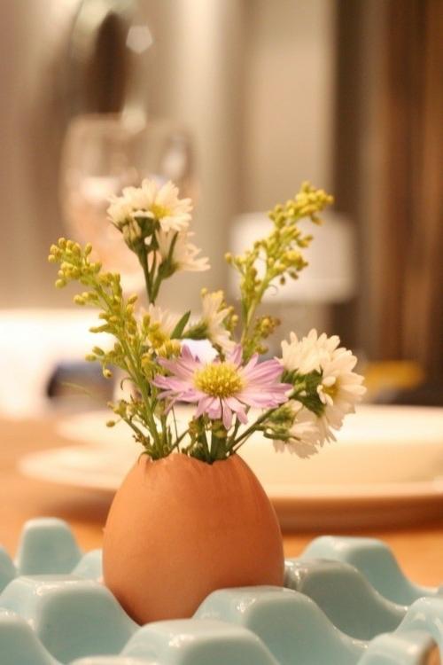 osterdeko basteln vase kleine wiesenblumen