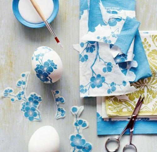 ostereier mit serviettentechnik blau blumen muster