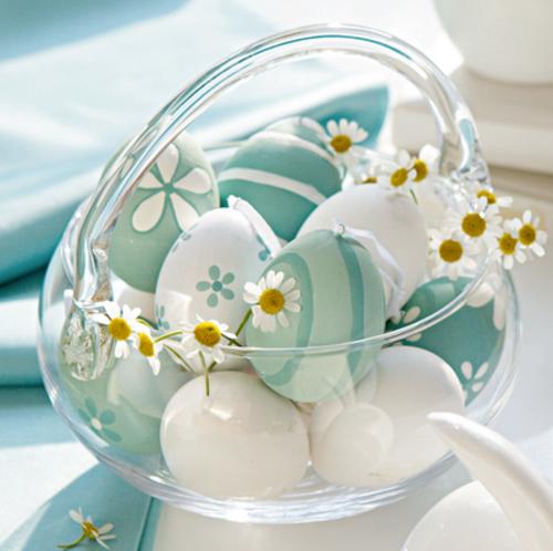 oster korb basteln glas weiße blaue eier