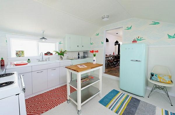 retro-küche abstelltisch rollen gestreifter teppichläufer