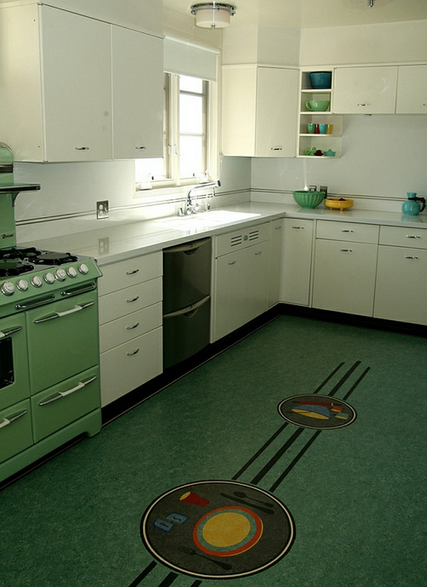 retro küche bodenmosaik weiße schränke hochglanz
