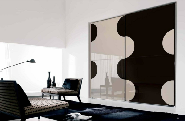 schlafzimmerschrank design schwarz weiß puzzle muster