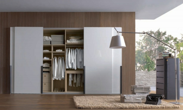 kleiderschrank designs weiße paneele hochglanz