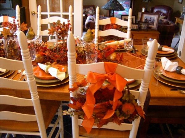 tischdeko festlich küche esstisch stühle holz weiß