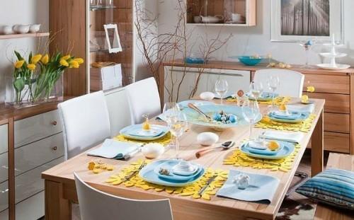 tischdeko zu ostern blaue teller gelbe matten