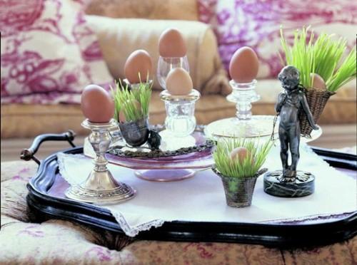 tischdeko zu ostern frühstückseier silber glas ständer