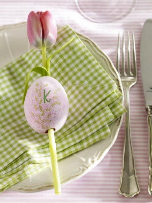 tischdeko zu ostern kariertes tuch rosa tulpe