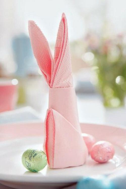 tischdeko zu ostern rosa serviette osterhase