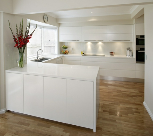 Moderne weiße küche  U-Form Küche - 35 Designideen für Ihre moderne Kücheneinrichtung