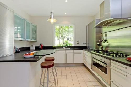 ergonomische küche runde barhocker metallene küchenrückwand