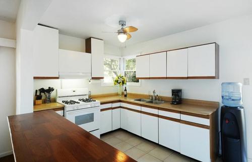 u-form küche weiße fronten dunkles holz