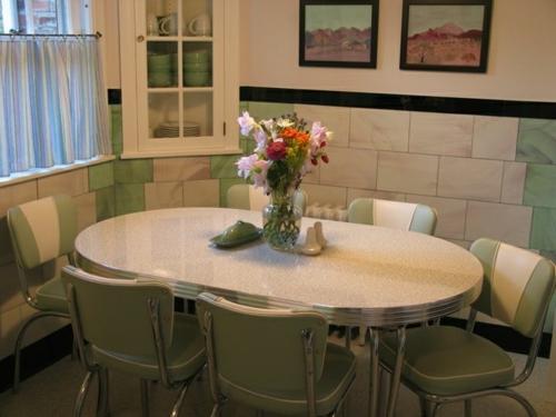 vintage tische aluminium esstisch grüne stühle