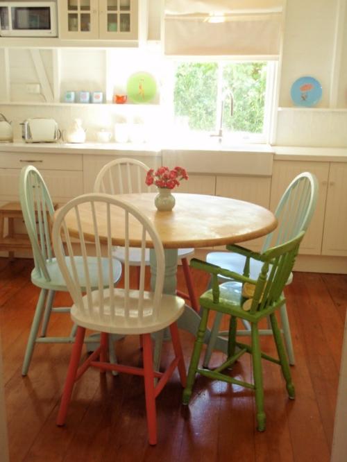 vintagetische holztisch stühle ovale rückenlehne